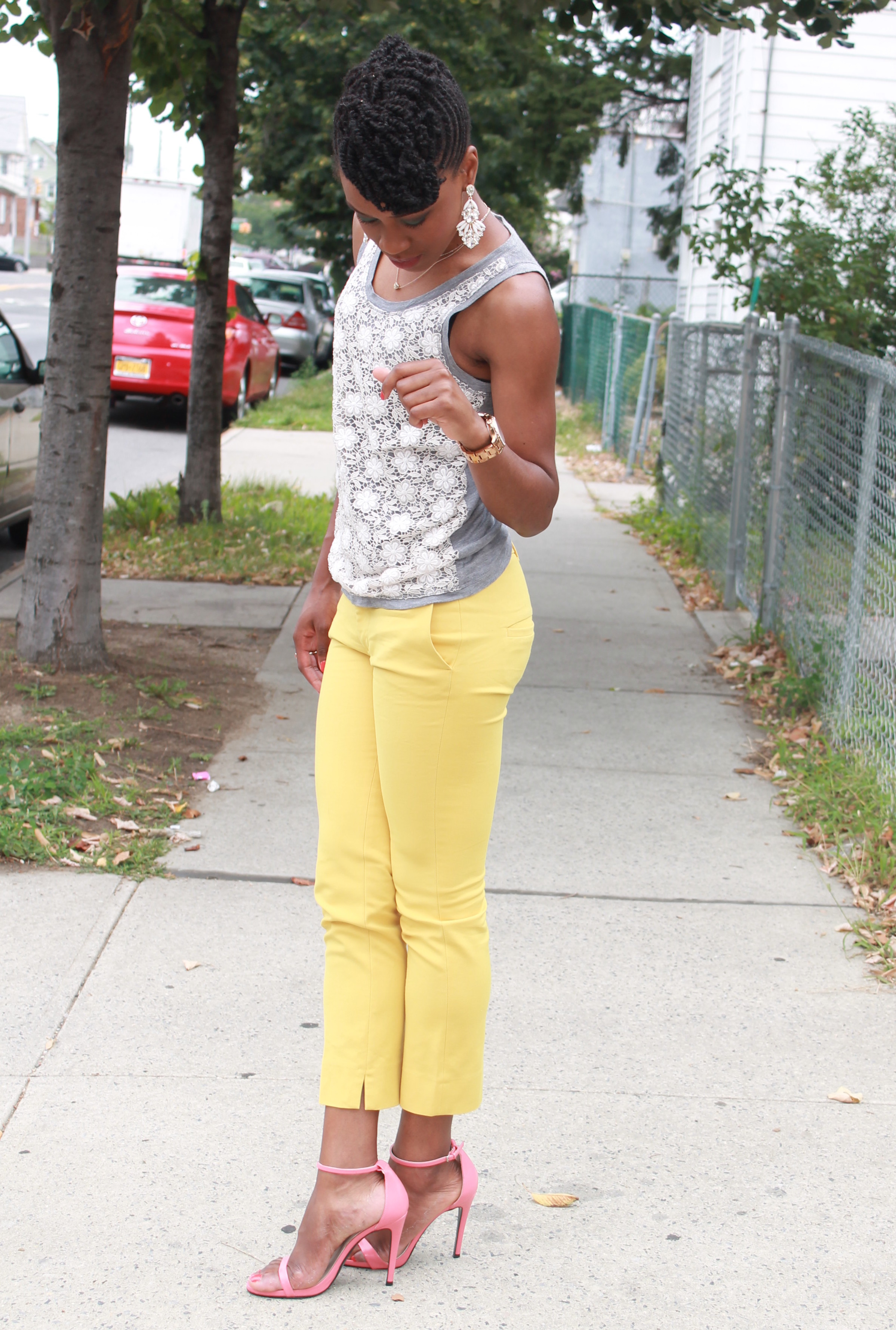 Yellow cropped trousers & lace top (12)