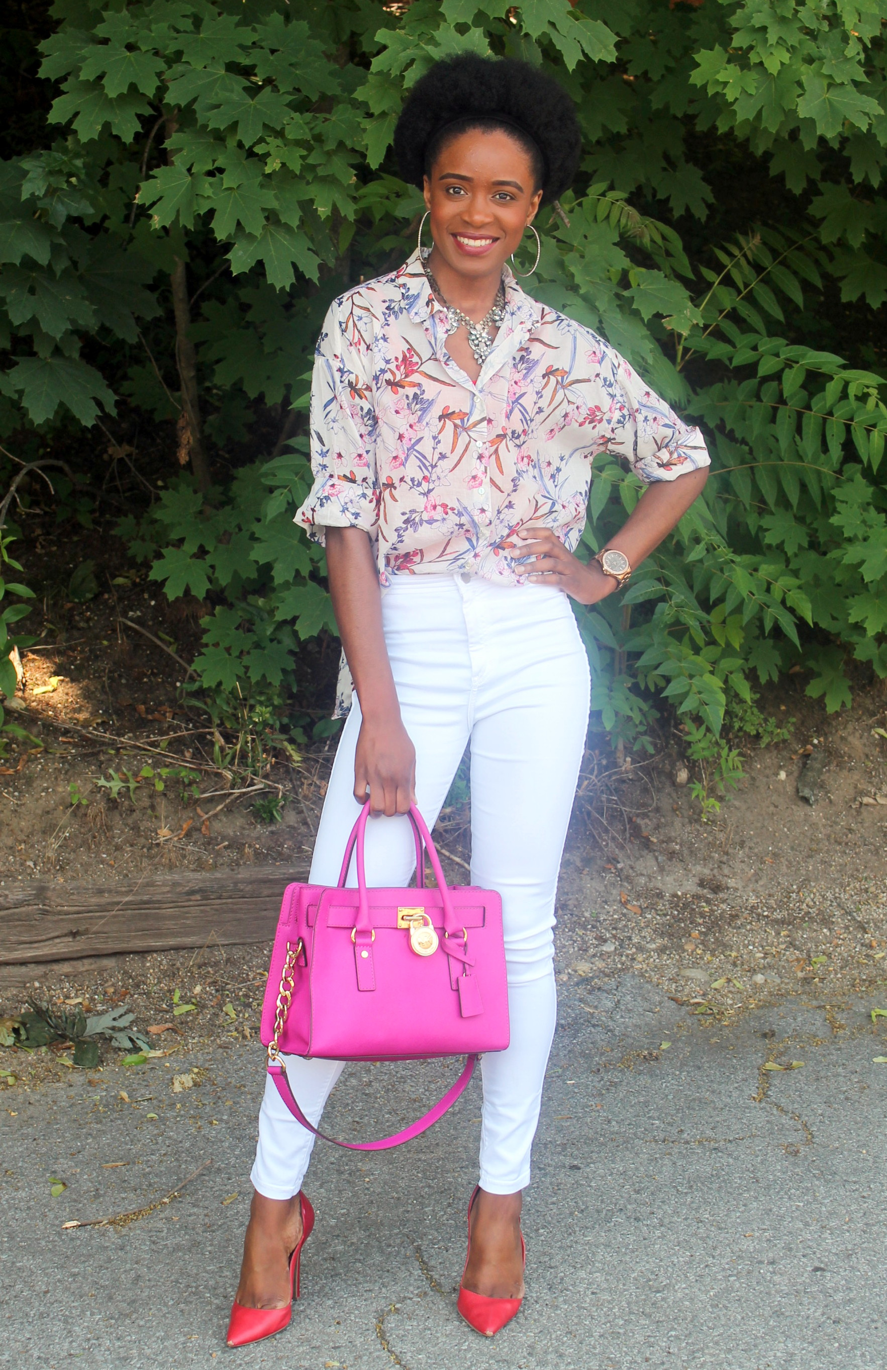 High waisted white denim + printed shirt (2)