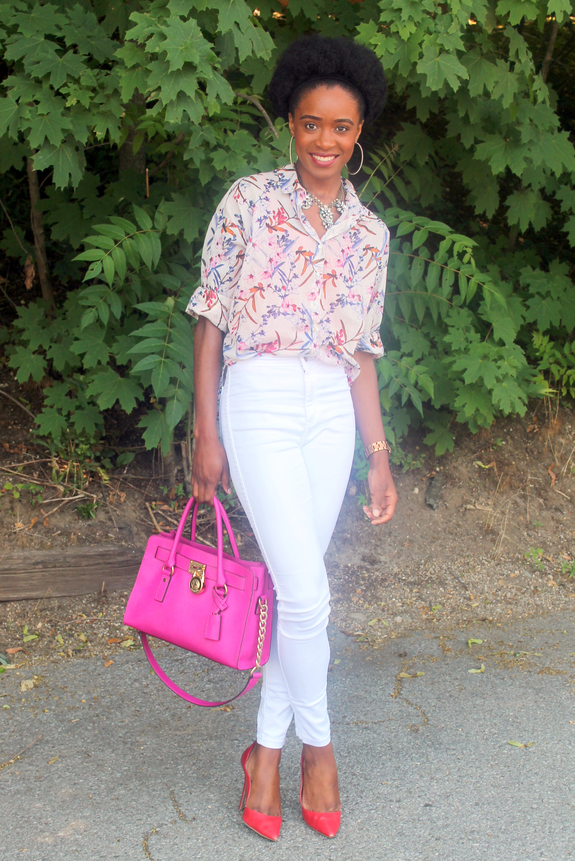 High waisted white denim + printed shirt (5)