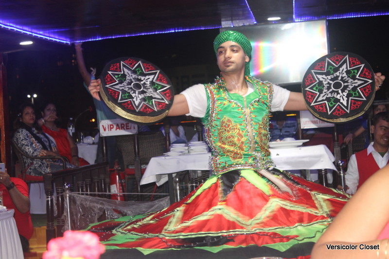 performers on boat cruise - Dubai